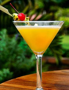 Koloa Rumtini Cocktail Koloa Rum Kauai Hawaii Rum Cocktail Recipes, Alcohol Drink Recipes, Cocktail Drinks, Cocktail Shaker, White Cocktails, Classic Cocktails, Daiquiri, Refreshing Drinks, Summer Drinks