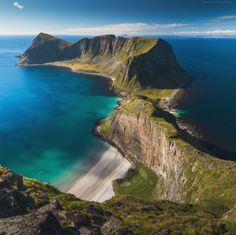 Vaeroy, Lofoten | Vaeroy, island, landscape, land, green, Lofoten, Norway, skyline, sea, clear