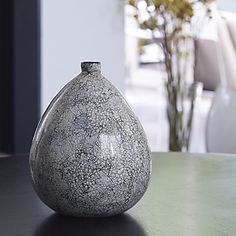 Modern design to a homewares classic! The Oasis Samuka Vase makes a bold statement, on its own or group with the Bowl & Frame. Oasis most wanted - We love this!