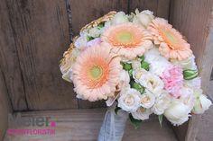 Brautstrauß rosa apricot mit Nelken und Rosen von Meier Eventfloristik, Deinem kreativen Partner für den blumigen Rahmen Deiner Hochzeit oder Veranstaltung.