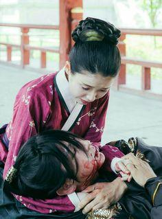 The way he grab both her hands. Joon Gi, Lee Joon, Korean Drama Movies, Korean Actors, Korean Dramas, Scarlet Heart Ryeo Wallpaper, Moon Lovers Drama, Iu Hair, Moorim School