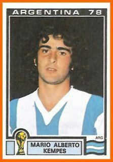 Mario Kempes of Argentina. 1978 World Cup Finals card. Uefa Football, Football Icon, Retro Football, World Football, College Football, Football Stickers, Football Cards, Argentina Football Team, Football Mondial