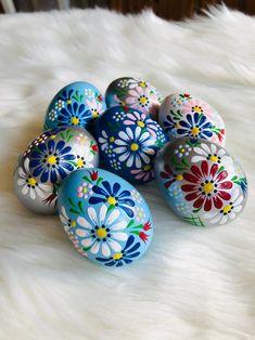 Cool Easter Eggs, Easter Egg Crafts, Painted Eggs Easter, Egg Decorating, Decorating Easter Eggs, Easter Egg Designs, Coloring Easter Eggs, Egg Art, Easter Celebration