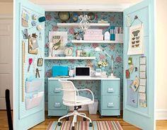 Oficina en el Armario. Muy buena idea para espacios reducidos ;)