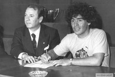 Diego Armando Maradona signing his contract at Barcelona on 4 June 1982, with president Josep Lluis Nunez / Photo: Archive MD