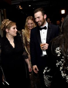 Chris with his sister, Carly (and is that Margot Robbie behind them?!)