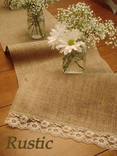simple rustic wedding tablescapes | ... kind of gal, we have the super simple yet gorgeous daisies and burlap