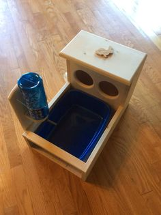 Bunny Rabbit Hay Feeder With Built in Water Bottle Holder and Litter Box Woodworking Videos, Custom Woodworking, Woodworking Projects Plans, Rabbit Feeder, Hay Feeder, Rabbit Litter Box, Rabbit Toys, Pet Rabbit, Product Tester