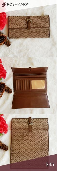 COACH Signature Brown Wallet Brown coach signature, handy wallet. There is only small crack as showed on last picture. Other than in Perfect Condition. Coach Bags Wallets