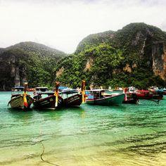 Koh phi phi islands: a complete travel guide thailand trip 2 Thailand Adventure, Thailand Travel Guide, Visit Thailand, Asia Travel, Thailand Honeymoon, Quick Travel, Khao Lak, Koh Chang, Phi Phi Island