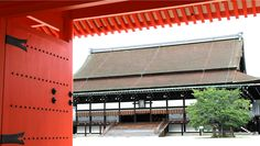 My friends and I only sought for one of either the Tokyo or the Kyoto Imperial Palace. Frankly we thought visiting both was an absurd i. Palace Tour, Go To Japan, Imperial Palace, Japan Travel, Kyoto, Tours, Outdoor Decor