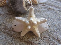 Item: Small White Knobby Starfish With Sand Dollars Hair Barrette  Barrette Length: 60 mm https://www.etsy.com/shop/HeavenlyMermaidHair