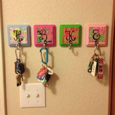 Monogram key hooks. Cute way to hang keys for your apartment or dorm room! Quick and easy DIY craft.  Sign up for a free plan at https://pin4ever.com
