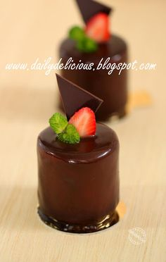 Malice: Strawberry cheese and chocolate entremets