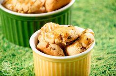 aprenda a fazer esse delicioso e prático biscoito de cebola que fica pronto bem rapidinho.