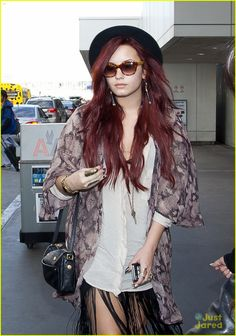 Demi Lovato always looks good in a cute black hat <3 I really like this snake skin shirt too.