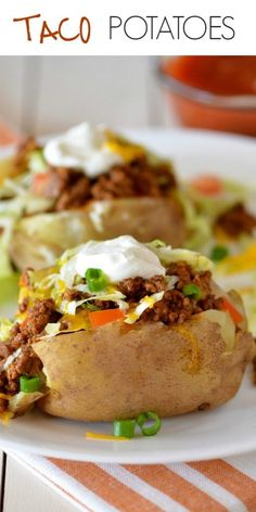 Taco Potatoes are loaded with seasoned ground beef, cheese, lettuce, sour cream and salsa all over a baked potato. These are so delicious and are everything you love about a taco and a comforting baked potato! with ground beef and potatoes Taco Potatoes Stuffed Baked Potatoes, Loaded Baked Potatoes, Loaded Potato, Meals With Potatoes, Healthy Baked Potatoes, Easy Dinner Recipes, Easy Meals, Dinner Ideas, Latin Food