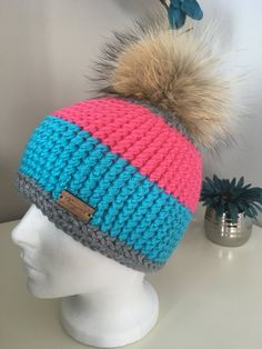 Tuque au crochet modele fashion avec pompon fourrure/ par Nanycrosh