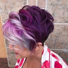 Trendy Hair Color Picture DescriptionToday many women opt for highlights for short hair as this style is really trendy and also quite flattering. Pick your new hairstyle here. Hair Color 2017, Hair Color And Cut, Cool Hair Color, Pixie Hair Color, Funky Hair Colors, Hair Colours, Really Short Hair, Short Hair Cuts, Short Hair Styles