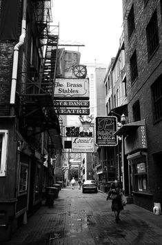 Printers Alley - Downtown Nashville. Where the hipsters play. :))