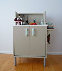 How to make an affordable play kitchen from an old microwave stand. A great toy for kids that doesn't clash with your home's decor! Play Kitchen Sets, Toy Kitchen, Play Kitchens, Kitchen Ideas, Homemade Toys, Room Planning, Diy Craft Projects, Craft Ideas, Diy Crafts