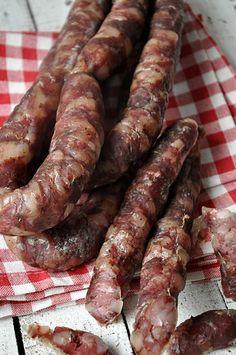 Dried Sausage Recipe, Homemade Sausage Recipes, Dog Recipes, Real Food Recipes, Cooking Recipes, Kielbasa, Home Made Hot Dogs Recipe, Home Made Sausage, Gula