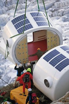 A prefabricated building system, ideal for the construction of new alpine accommodation structures. Prefab Cabins, Prefabricated Houses, Prefab Homes, Building Systems, Building Structure, Green Building, Home Shelter, Earth Bag Homes, Urban Planning