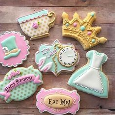 Alice in Wonderland tea party cookies Galletas Cookies, Iced Cookies, Cute Cookies, Cupcake Cookies, Sugar Cookies, Mini Mouse Cookies, Yummy Cookies, Alice In Wonderland Birthday, Alice In Wonderland Tea Party