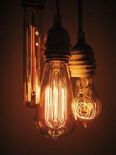 Edison filament Lightbulbs #amazing #inspiration my favorite. img souce: David Jay.
