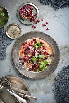 [CasaGiardino] ♛ Gravlax with pomegranate Fish And Seafood, Fish Recipes, Pomegranate, Eat, Ethnic Recipes, Starters, Drink, Christmas, Xmas