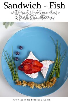 Open sandwich which looks like fish. With radish cottage cheese and fresh strawberries. Delicious for kids for breakfast, lunch or supper. Cottage Cheese, Cute Food, Food Dishes, Food Styling, Food Art, Blueberry, Food Photography, Sandwiches, Strawberry
