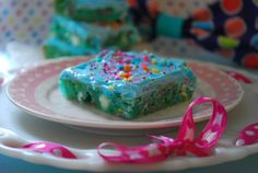 Cotton Candy Bars 1 box Funfetti cake mix 2 eggs cup oil 2 pkts Duncan Hines Cotton Candy Recipe Creations Flavor Mix 1 cup white chocolate chips 1 can Duncan Hines Frosting Starter kit (sold next to the flavor mixes) Sprinkles Cake Mix Recipes, Candy Recipes, Dessert Recipes, Bar Recipes, Sweet Recipes, Yummy Treats, Delicious Desserts, Sweet Treats, Yummy Food