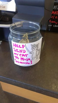 Incredibly Effective Tip Jars 21 Incredibly Effective Tip Jars. Just in case I ever need one Incredibly Effective Tip Jars. Just in case I ever need one :) Funny Tip Jars, Funny Tips, Funny Videos, Tips Instagram, Tips Fitness, Someecards, The Funny, Funny Happy, Just In Case