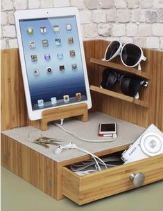 Corner charging & sunglass station with drawer & usb power strip. Woodworking Projects, Diy Projects, Dorm Room Organization, Organization Ideas, Ideas Hogar, College Dorm Rooms, Dorm Decorations, Diy Home Decor, Home Goods