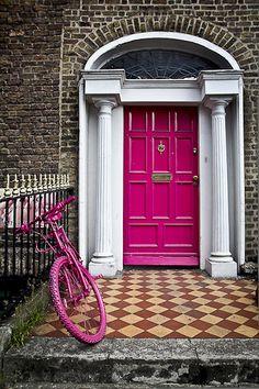 Dublin, Ireland -The doors of Dublin on Merrion Square. Our hotel is on the next street. Will enjoy walking by these! Cool Doors, Unique Doors, Entry Doors, Entrance, Front Doors, Doors Galore, Welcome Signs Front Door, Door Knockers, Closed Doors