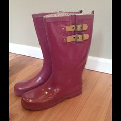 Chooka rain boots, berry color sz 9 like hunter I wore these chooka boots more than my Hunters! They are a great berry color with tan leather details. Size 9, generally good condition, no specific flaws. Stomp in style! Chooka Shoes Winter & Rain Boots