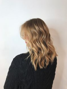 Gerbera, Short Hair Styles For Round Faces, Long Hair Styles, Beautiful Black Hair, Spring Hairstyles, Hair Ideas, Hair Beauty, Living Room, Long Hairstyle