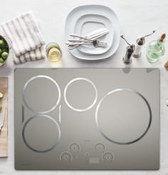 """Monogram ZHU30RSJSS 30"""" Induction Cooktop with 4 Cooking Zones, 3700 Watts, Slide Touch Controls, SyncBurners, Multi-Element Timer and Teppanyaki-Style Griddle Included"""