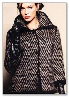 Вязание спицами. Короткое прямое пальто-жакет с монохромными зигзагами. Размеры: 34-36/38-40/42-44/46-48/50-52