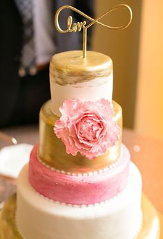 Wedding cakes in bucks