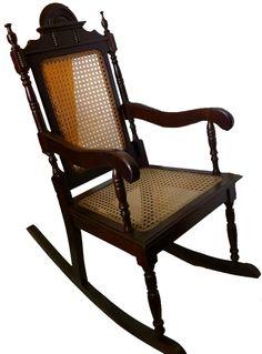cadeira de balanço antiga madeira maciça