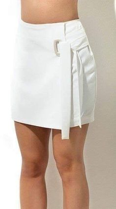 22 Asymmetrical Skirts That Will Inspire You This Winter - Fashion New Trends Short Skirts, Short Dresses, Mini Skirts, White Skirts, Modest Fashion, Fashion Outfits, Womens Fashion, Short Outfits, Casual Outfits
