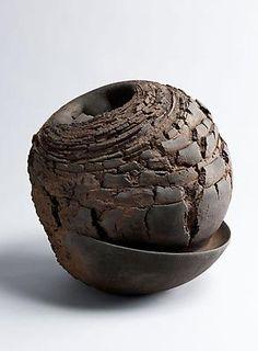Akiyama Yo,  Metavoid 19, 2011 Stoneware with iron-filings