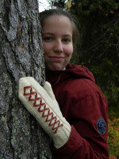Ravelry: Katrilli mittens pattern by Lene Alve Mittens Pattern, Knit Mittens, Stockinette, Needles Sizes, Design Crafts, Pin Cushions, Ravelry, Swatch, Knit Crochet
