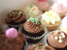 Viikonloppuna oli pitkästä aikaa taas pieni leivontaurakka edessä. Avasimme mieheni kanssa jälleen Cupcake Pop up -kahvilan tänne Kaunia...