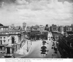 1926 - Praça Ramos de Azevedo e vale do Anhangabaú. À esquerda parte do Teatro Municipal, ao fundo a praça do Patriarca, à direita o edifício da Light em obras. Foto de autoria desconhecida. Acervo do Instituto Moreira Salles.