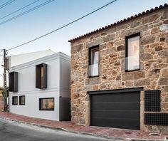 Dos volúmenes, uno nuevo de hormigón, y uno tradicional de piedra, componen esta vivienda diseñada por Filipo Pina e Inés Costa en la ciudad de la Guarda, Portugal.  http://www.disenoyarquitectura.net/2014/11/casa-ja-en-guarda-filipo-pina-e-ines.html  #arquitectura