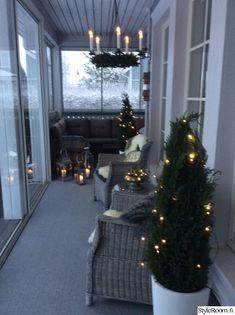 jouluvalot,terassi Christmas Design, Christmas Home, Vintage Christmas, Outdoor Christmas Decorations, Table Decorations, Holiday Decor, Christmas Inspiration, Home Decor Inspiration, Terrace Decor