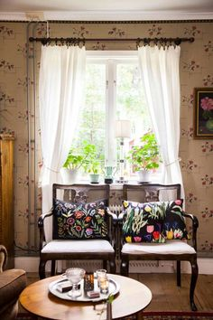Scandinavian Fancy Windows /Scandinavian Fancy Windows/ Scandinavian Fancy Windows: Scandinavian & Vintage style historic villa in central Sweden....