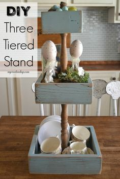 4 Tier Stand mycreativedays: DIY Three Tiered Stand made with a spindle and wood for spring!mycreativedays: DIY Three Tiered Stand made with a spindle and wood for spring! Cool Wood Projects, Wood Projects For Beginners, Diy Pallet Projects, Projects With Scrap Wood, Diy Rustic Decor, Handmade Home Decor, Wooden Crafts, Wooden Diy, Wooden Boxes